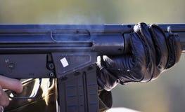 Soldat mit automatischem Gewehr Stockfotos
