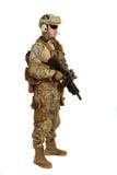 Soldat mit dem Gewehr lokalisiert auf weißem Hintergrund Lizenzfreies Stockbild