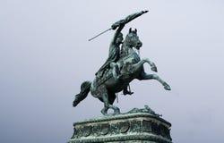 Soldat mit einer Flagge auf einem Pferd Stockfoto
