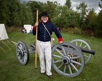 Soldat mit einer Kanone Lizenzfreie Stockfotografie