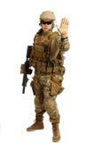 Soldat mit Gewehr auf einem weißen Hintergrund Stockfoto