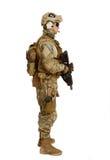 Soldat mit Gewehr auf einem weißen Hintergrund Stockbild
