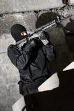 Soldat mit Gewehr M-4 Stockfotos