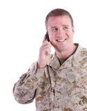 Soldat mit Handy Stockfotos