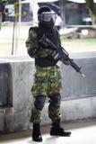 Soldat mit kakifarbigem lizenzfreie stockfotos
