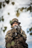 Soldat mit Waffe Stockfotos