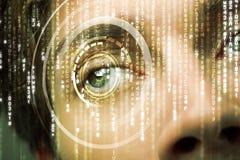 Soldat moderne de cyber avec l'oeil de matrice de cible images libres de droits