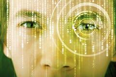 Soldat moderne de cyber avec l'oeil de matrice de cible photographie stock libre de droits