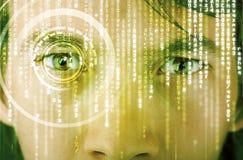 Soldat moderne de cyber avec l'oeil de matrice de cible image stock