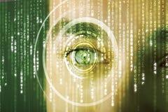 Soldat moderne de cyber avec l'oeil de matrice de cible Images stock
