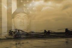 Soldat och Chinook helikopter Royaltyfri Bild