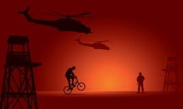 Soldat och cyklist med watchtoweren Fotografering för Bildbyråer