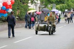 Soldat på en motorcykel IMZ-Ural M-62 Pyatigorsk Ryssland Arkivbild