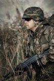 Soldat på kriget i träsket royaltyfria bilder