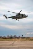 Soldat pendant d'un hélicoptère italien Photos libres de droits