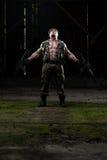 Soldat Is Praying For ingen vapenkamp fotografering för bildbyråer