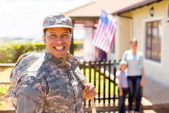 Soldat retournant à la maison image stock