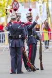 Soldat royal espagnol de garde prenant un selfie Image stock