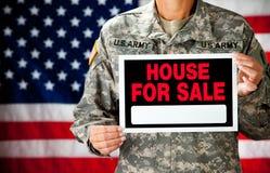 Soldat : Soldat Selling Home Photos libres de droits