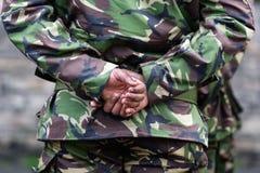 Soldat som bekväm står Arkivfoto