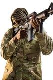 Soldat som siktar med ett gevär arkivfoton