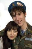 Soldat und Mädchen stockfoto