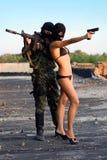 Soldat und reizvolle Frau Stockfotografie