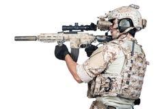 Soldat-volles Rüstungstrieb lokalisiert Stockfotografie