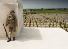 Soldat WW1 på den Tyne Cot krigkyrkogården i Belgien Royaltyfri Fotografi