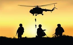 Soldaten auf der Leistung des Kampfauftrags Lizenzfreies Stockfoto
