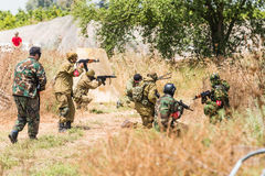 Soldaten auf Manövern Stockfotos