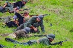 Soldaten auf Schlachtfeld Stockbilder