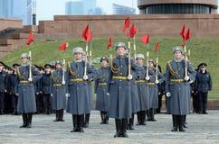 Soldaten der Firma des Schutzes der Ehre eines unterschiedlichen Regiments Kommandanten Preobrazhensky demonstrieren Demonstratio stockfoto