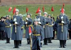Soldaten der Firma des Schutzes der Ehre eines unterschiedlichen Regiments Kommandanten Preobrazhensky demonstrieren Demonstratio stockfotografie