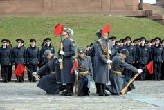 Soldaten der Firma des Schutzes der Ehre eines unterschiedlichen Regiments Kommandanten Preobrazhensky demonstrieren Demonstratio lizenzfreie stockbilder