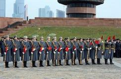 Soldaten der Firma des Schutzes der Ehre eines unterschiedlichen Regiments Kommandanten Preobrazhensky demonstrieren Demonstratio lizenzfreie stockfotografie