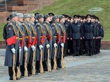 Soldaten der Firma des Schutzes der Ehre eines unterschiedlichen Regiments Kommandanten Preobrazhensky demonstrieren Demonstratio lizenzfreie stockfotos