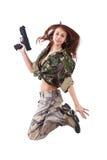 Soldaten der jungen Frau mit Gewehren Stockfoto