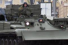 Soldaten in einem Behälter Stockfoto
