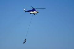 Soldaten genommen mit dem Hubschrauber Stockfotos
