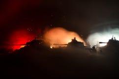 Soldaten im vollen Gang Militärschattenbilder, die Szene auf Kriegsnebel-Himmelhintergrund, Weltkrieg-Soldat-Schattenbilder unter Lizenzfreie Stockbilder
