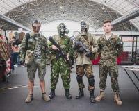 Soldaten mit Gasmasken bei Militalia in Mailand, Italien Stockbild