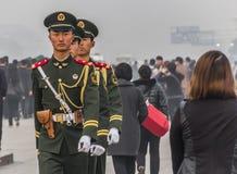 Soldaten in Tianamen-Quadrat Stockfotos