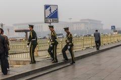 Soldaten in Tianamen-Quadrat Stockbild
