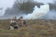 Soldater av armégeneralen Yudenich för attacken Royaltyfri Foto