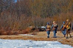 Soldater lämnar arkivbilder