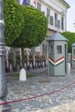 Soldater marscherar för ändra av vakterna royaltyfri fotografi