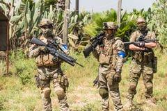 Soldater på manövrar Arkivfoto
