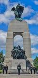 Soldater på vakten på den nationella krigminnesmärken i Kanada Arkivfoton