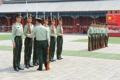 Soldater som utbildas fotografering för bildbyråer